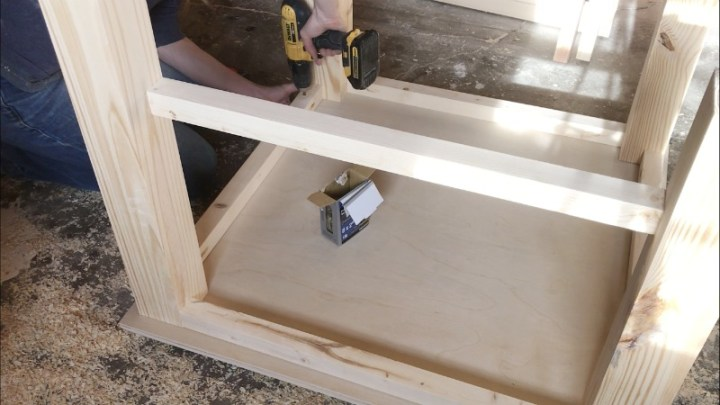 Attach Table top to DIY kid's table
