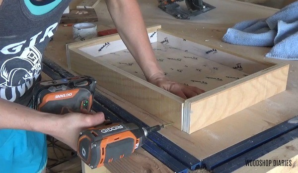 Screwing sides onto tray mold