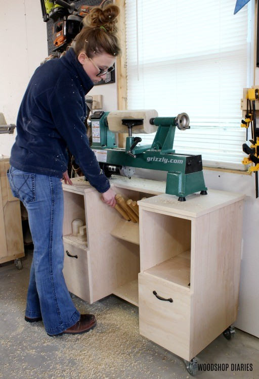 DIY Mobile lathe stand with chisel shelf