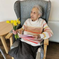 Ellie receives a card and some flowers