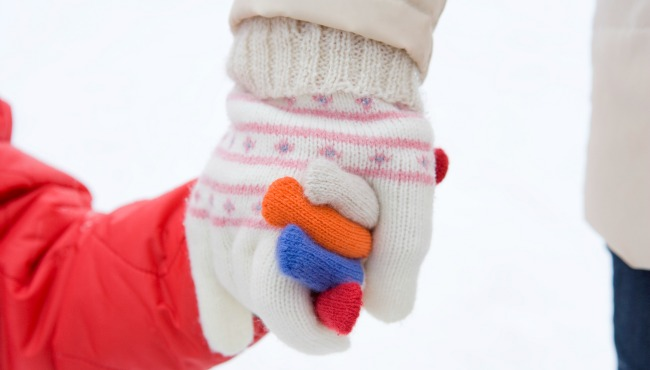Holding mittens_35511