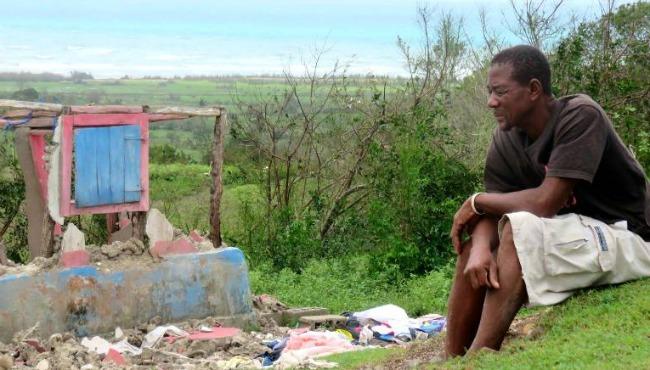 hurricane matthew haitian-man-ile-a-vache 101216_252855