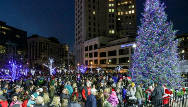 grand rapids tree lighting 120217_442000