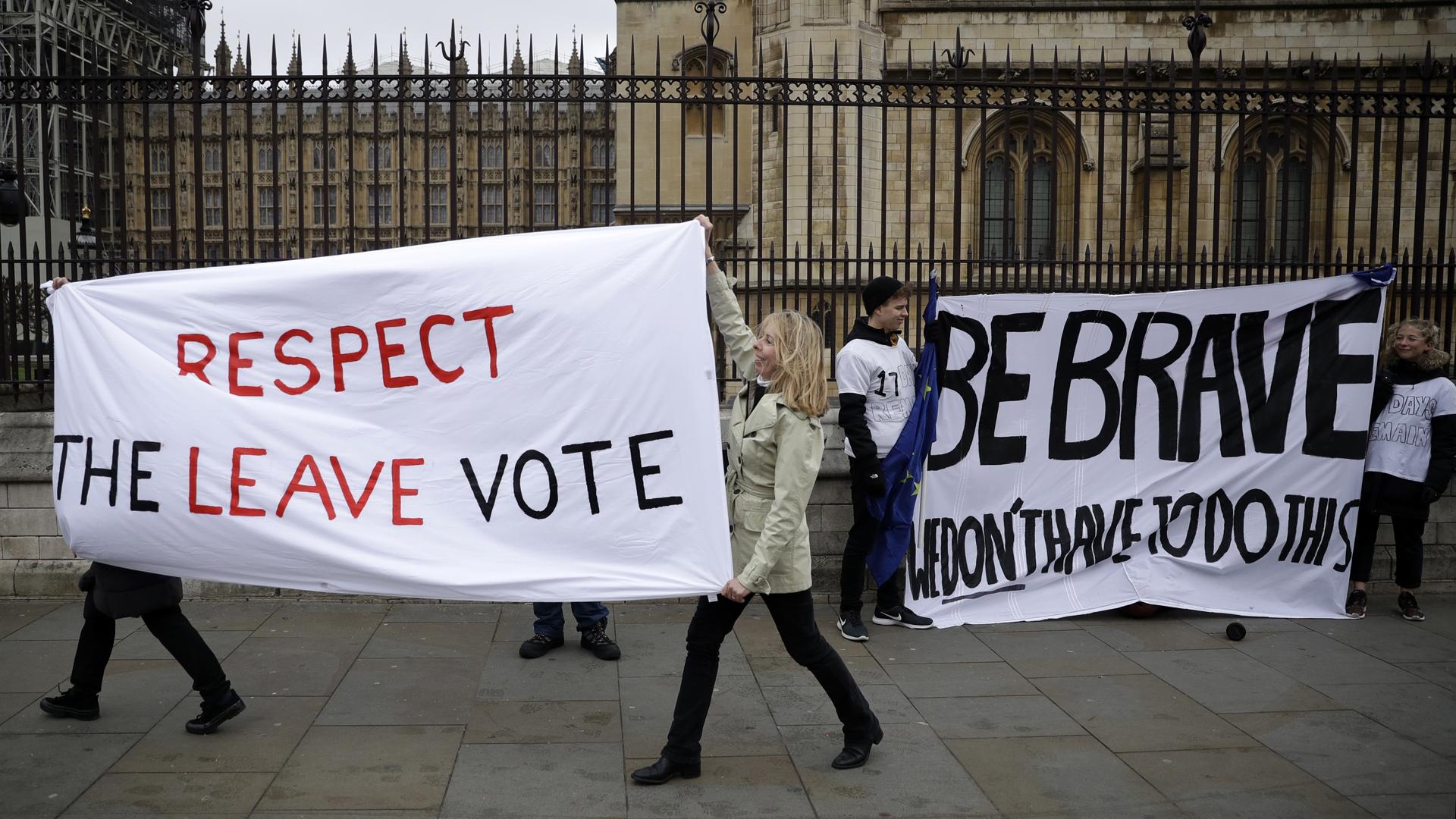 Britain Brexit protesters 031219 AP_1552442647004