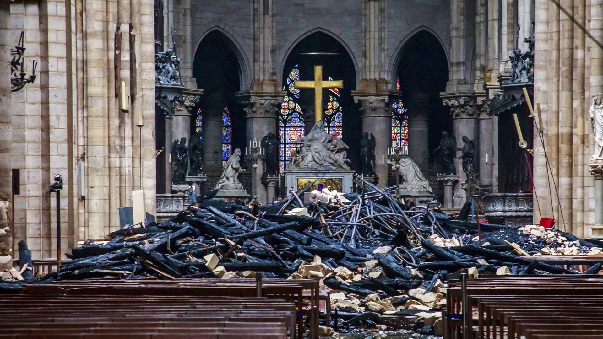 Notre Dame fire 041619 AP_1555465457838
