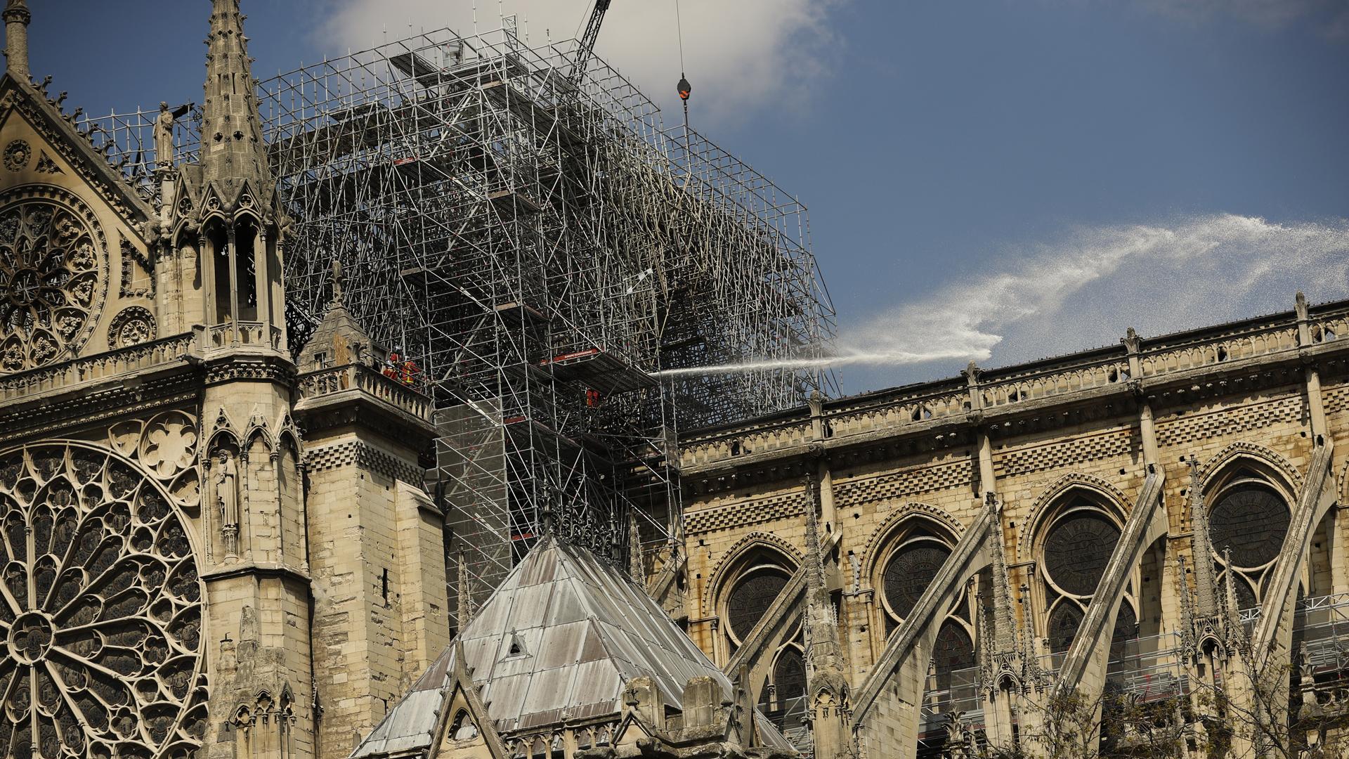 Notre Dame fire 041719 AP_1555552445167