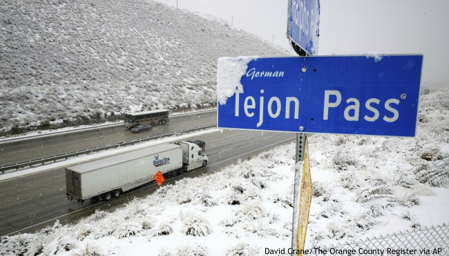 Snow falls along the Interstate 5 freeway at the Tejon Pass as travelers try to get in and out of Southern California for the Thanksgiving holiday, Wednesday, Nov. 27, 2019. Plows were running and CHP was guiding traffic in an attempt to keep the freeway open as long as possible.(David Crane/The Orange County Register via AP)