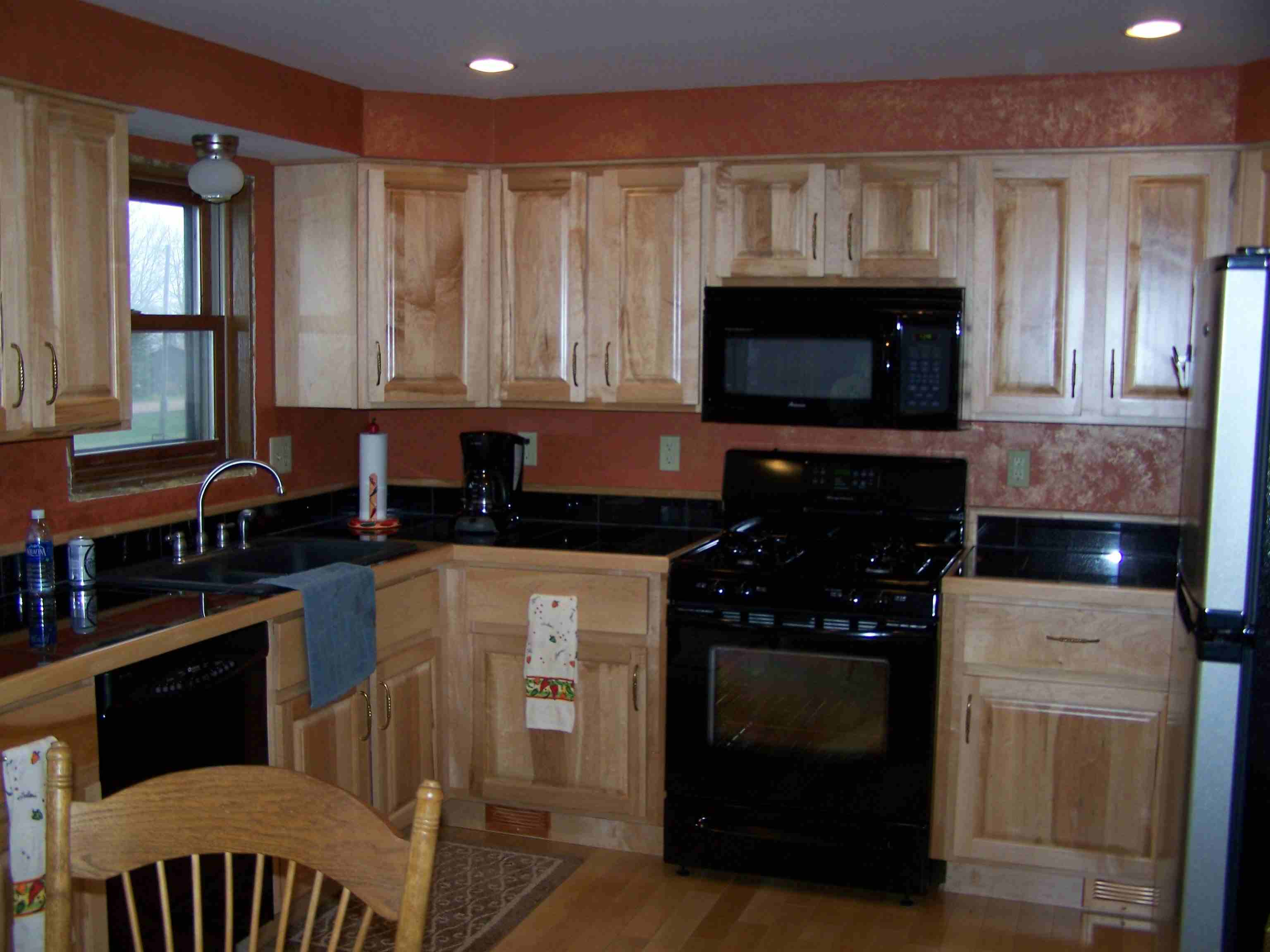 maple kitchen on Best Countertops For Maple Cabinets  id=56934