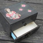 Victorian Crackled Jewelry box side