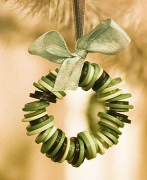 Button tree ornament | 10 Last Minute DIY Christmas Decorations | Expressing Life