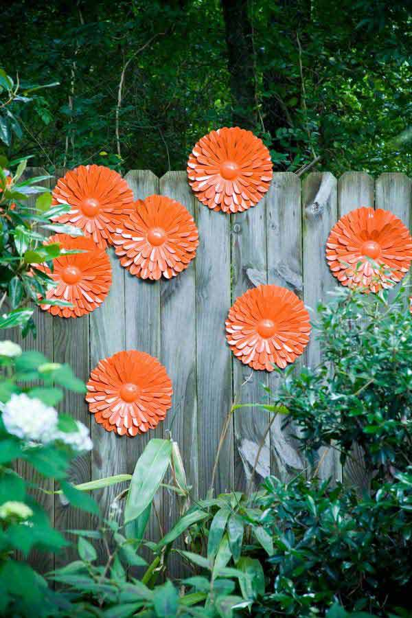 Top 23 Surprising DIY Ideas To Decorate Your Garden Fence ... on Backyard Wall Decor Ideas  id=22892