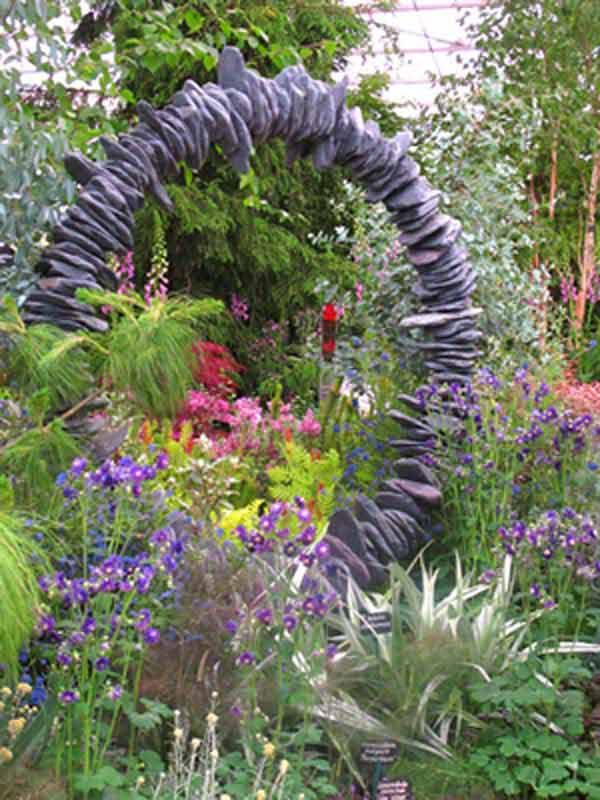 21 Lovely DIY Ideas To Spice Up Garden with Pebbles Art ... on Pebble Yard Ideas id=72095