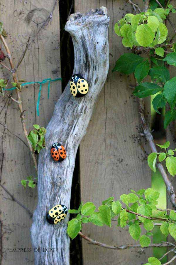 21 Lovely DIY Ideas To Spice Up Garden with Pebbles Art ... on Backyard Pebble Ideas id=38160