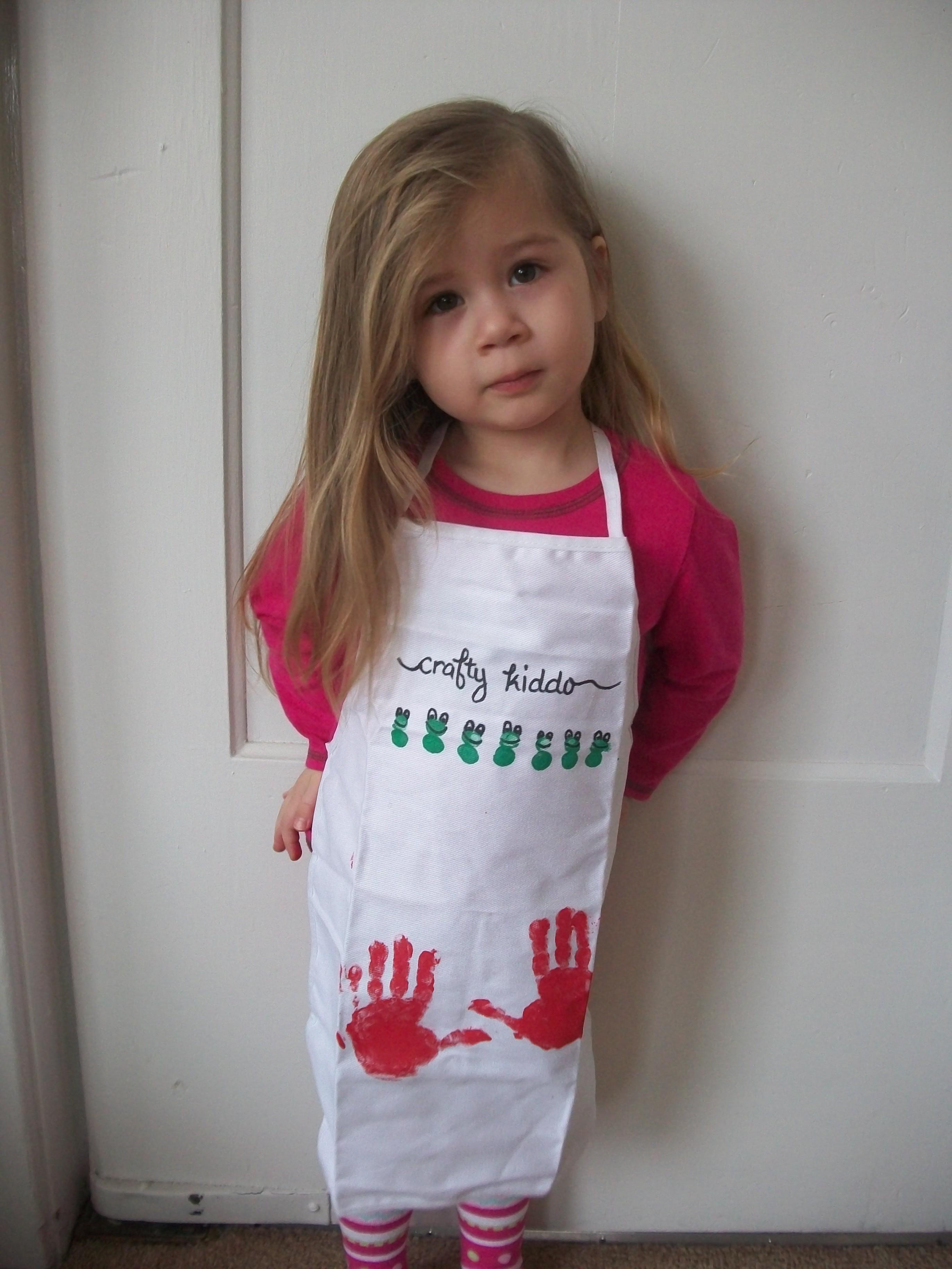Super Cute Craft Apron That Kids Can Help Decorate Woo