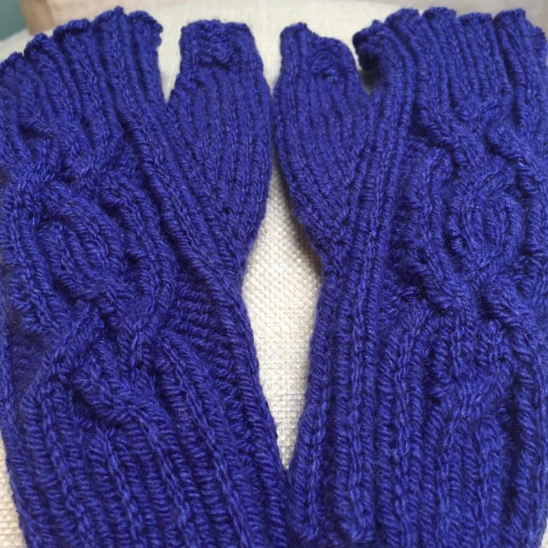 109) Absolutely gorgeous cabled mitts