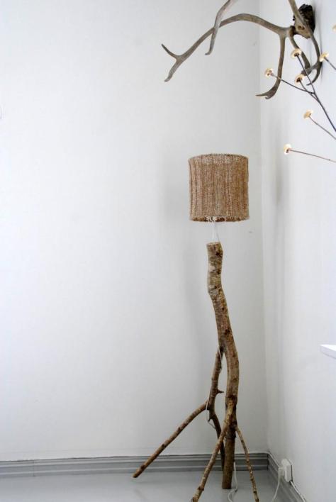 lamp van een berkentak