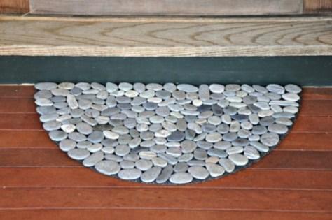 een ronde mat met stenen, DIY plan via shelterness