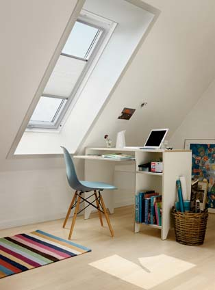een lichte werkplek met VELUX dakramen
