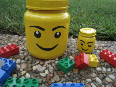 een zelfmaakidee van lego voorraadpotjes via mama with ideas