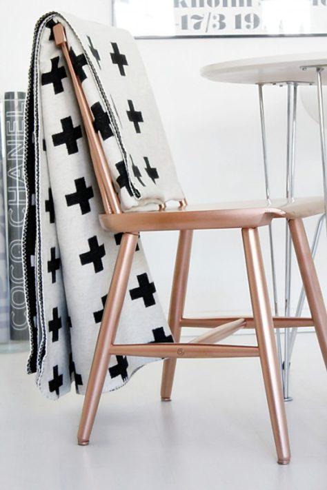je stoel kun je omtoveren in een koperen exemplaar via roomofkarma