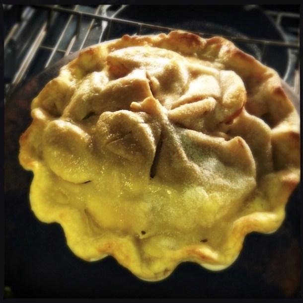 Apple pie, baking