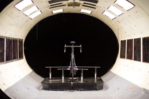 Bicileta del futuro en un tunel de viento