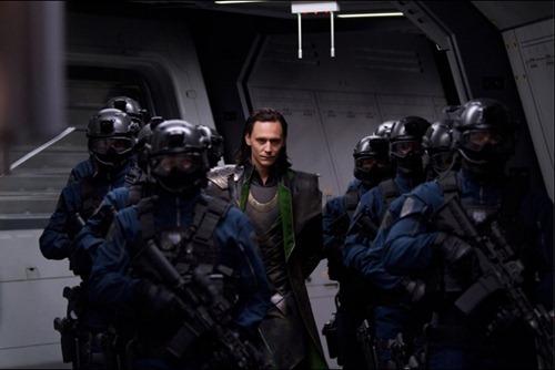 Loki capturado por  agentes S.H.I.E.L.D.en Los Vengadores