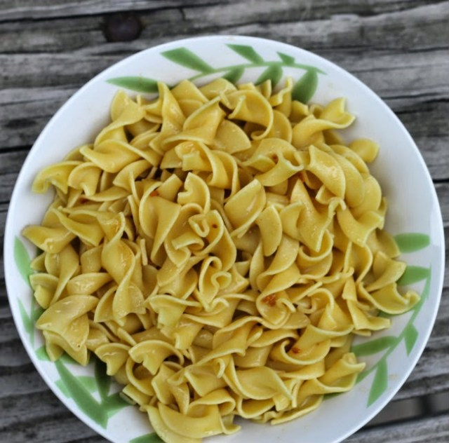Chicken Flavored Egg Noodles with Butter and Garlic