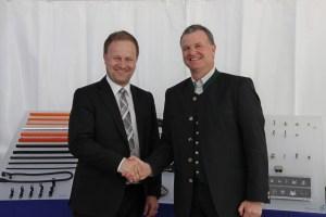 Robert Niedergesäß (links) Chief Administrative Officer of Ebersberg and Josef Minster, CEO of Schlemmer Group