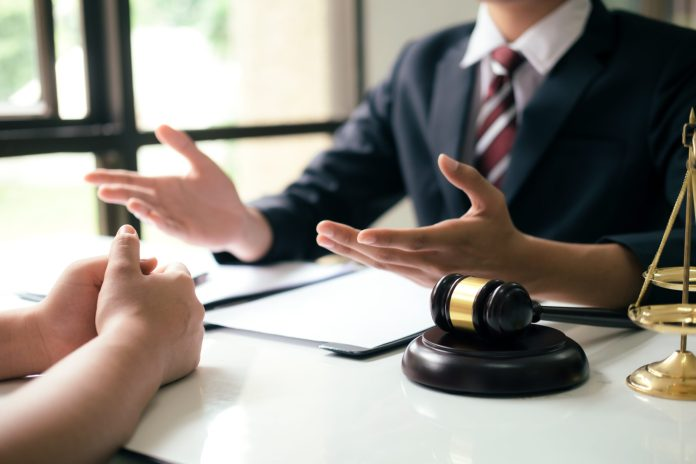 attorney vs lawyer- the difference you must know