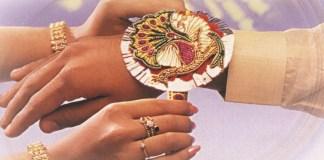 sisters_tie_rakhi_brothers_hand