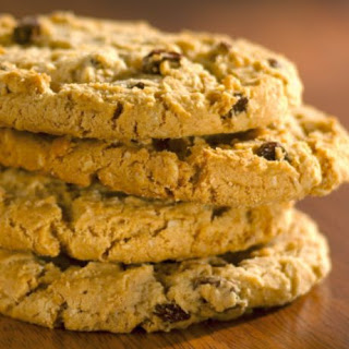 giant oatmeal raisin cookie - Pass The  Biscuits