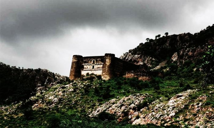 Bhangarh fort is on every daredevil's list of must visit places in India