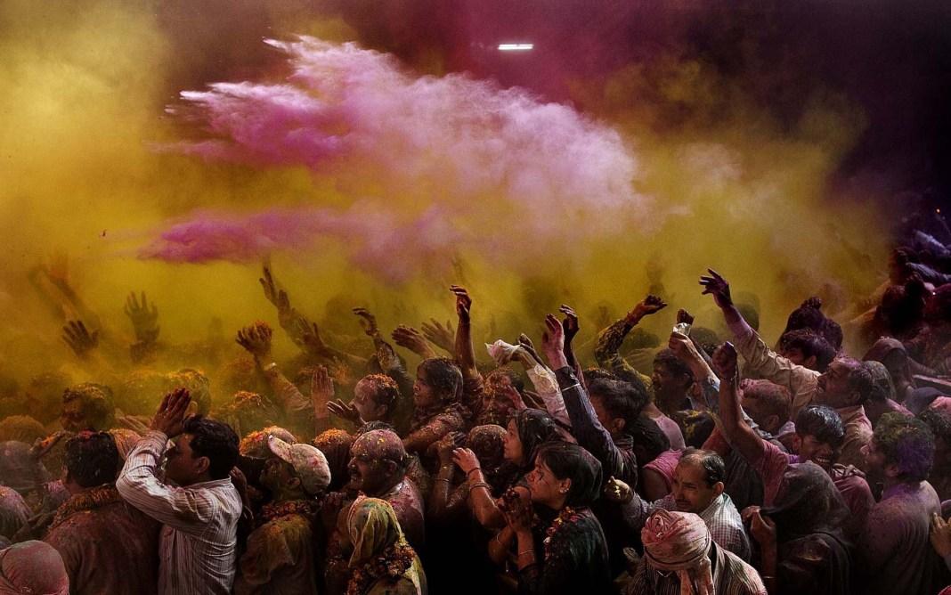 Holi festival image in 1920x1201 resolution
