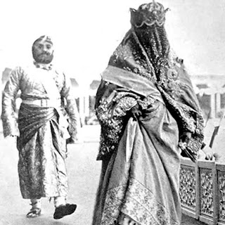 17. Rare Photo of Begum of Bhopal and her son attending the Delhi Durbar.