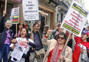 Supporters of President Maduro at Venezuelan Consulate in New York.WW photo: John Catalinotto