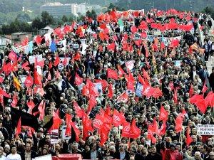 Portuguese unionists hit the bridges.