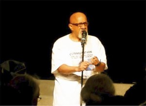 Chuck Turner inspires crowd on Mumia's life, Nov. 1. WW photo: Alberto Barreto Cardona
