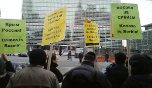Protest at United Nations in NYC March 24 of war on Yugoslavia.WW photo: Sara Flounders