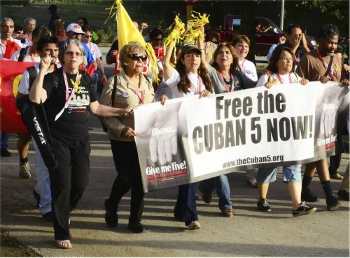 Judge Claudia House Morcom, second from left, followed by Alicia Jrapko, Graciela Ramirez, Gloria Justo, Netfa Freeman on the right end, Nov. 2013.Photo: International Committee For The Freedom Of The Cuban 5