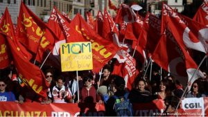 A million Italian workers march in Rome against austerity law.