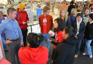 Rosalia Morales, wearing a black sweatshirt, confronts a manager in Kohl's Roseville store about working conditions at the company's cleaning subcontractor Kimco.Photo: advocate.stpaulunions.org