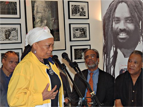 Pam Africa demands treatment for Mumia, May 7. WW photo: Anne Pruden