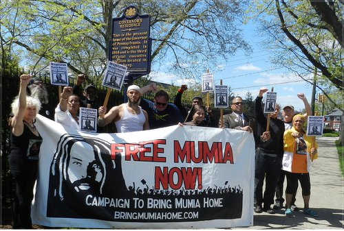 Supporters fight for Mumia's life at Pennsylvania governor's residence.WW photo: Joseph Piette
