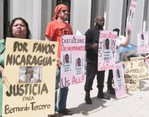 Death penalty opponents protest outside Nicaraguan Consulate in Houston on July 9.Photo: Texas Death Penalty Abolition Movement.
