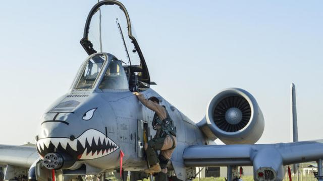 A U.S. Air Force pilot steps out of an A-10 Thunderbolt II attack aircraft at Incirlik Air Base in Turkey.Photo: U.S. Air Force