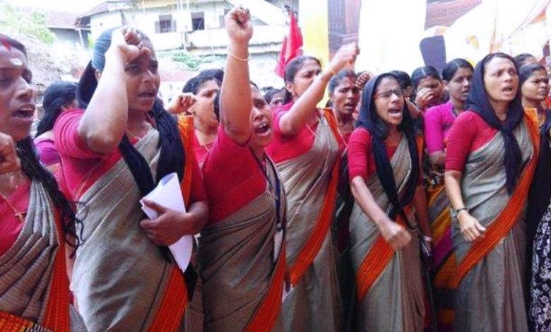 Photo of सरकार को घुटने पर लाकर महिलाओं ने बताया, बैठने का भी हक़ होता है जनाब!