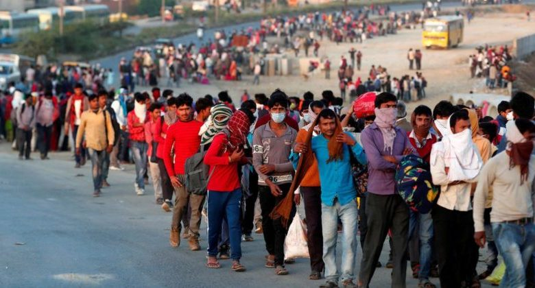 Photo of सुप्रीम कोर्ट ने लिया प्रवासी मजदूरों की दुर्दशा का संज्ञान, केंद्र व राज्य सरकारों को नोटिस