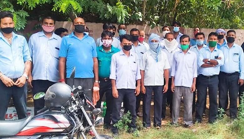 Photo of श्रीराम इंजीनियर्स में परमानेंट मज़दूरों को तीसरी बार कंपनी से निकाला, कई की शहीद हो चुकी हैं अंगुलियां