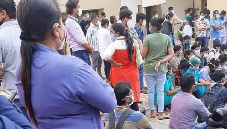 Photo of अहमदाबाद के सरकारी अस्पताल में नर्सों की सैलरी 20% कम की, हड़ताल के बाद हुआ फैसला वापस